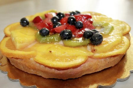 fruit cake: fruit cake with berries and other fruits