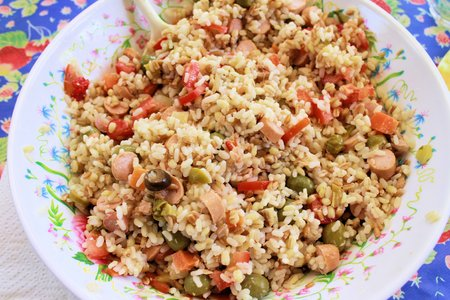 alcaparras: rice salad with olives, capers, sausages and tomatoes