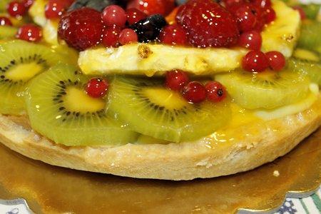 fruit tart: fruit tart with strawberries, grapes, raspberries, kiwi and pineapple Stock Photo