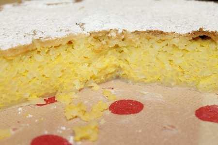icing sugar: homemade rice cake covered with icing sugar