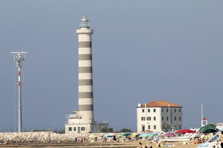 thalasso: Lighthouse for access to the tourist and commercial port