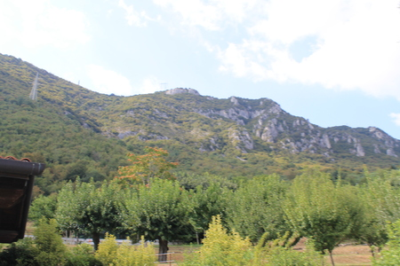 a green mountains and blue clear sky Zdjęcie Seryjne