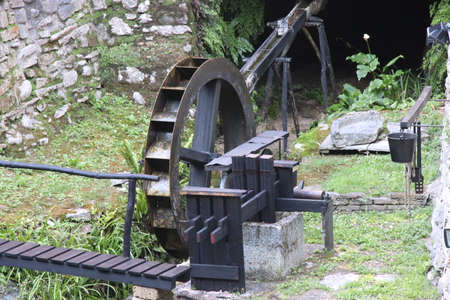 Wooden upper wheels with blades of an old watermill Banque d'images