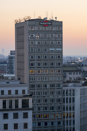 Milan, Italy - January 10, 2018: Cityscape with the old skyscraper in Piazza Diaz in Milan, built by Luigi Mattioni in 1956, with the terrace martini on the roof. Redactioneel