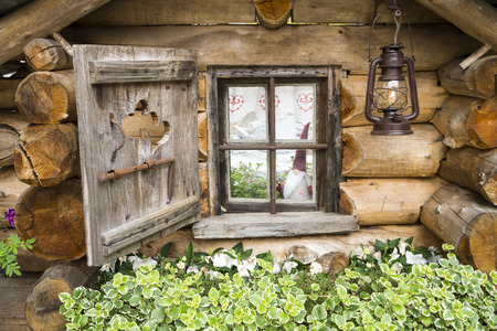 Small wooden house, detail of the window 版權商用圖片