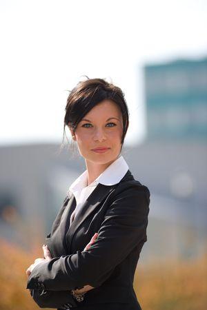 trustable: retrato de una joven empresaria al aire libre  Foto de archivo