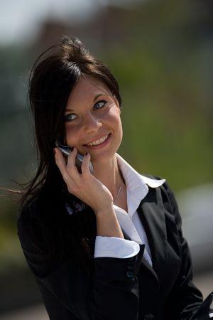 trustable: retrato de una joven empresaria hacer una llamada telef�nica  Foto de archivo