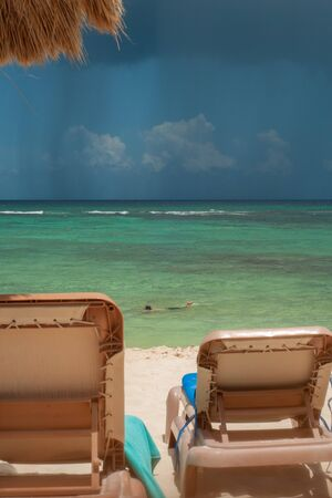 View of Tulum beach, with a thunderstorm coming, in the Mexican Yucatan peninsula Banque d'images