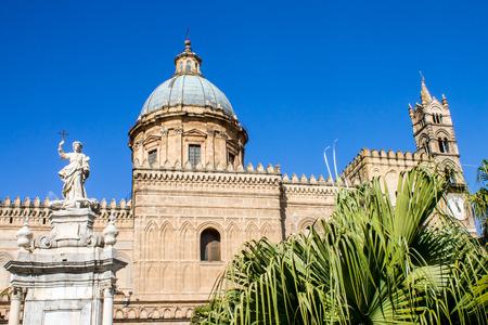 vierge marie: Cathédrale Métropolitaine de l'Assomption de la Vierge Marie à Palerme, Italie Banque d'images