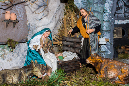 mary mother of jesus: statuettes of the crib representing the birth of baby jesus Stock Photo