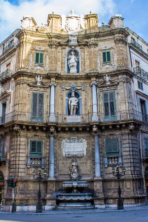 octogonal: Quattro Canti, el lado este de la plaza barroca octogonal en Palermo, oficialmente conocido como Piazza Vigliena, en Sicilia, Italia