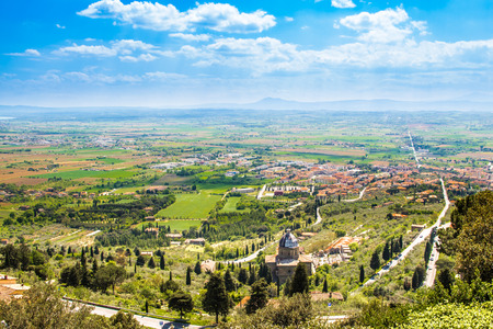 alluvial: Panoramic view of the Val di Chiana, an alluvial valley of central Italy, in Tuscany
