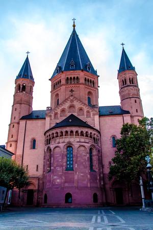 ドイツ、マインツの聖マルティン大聖堂ビュー