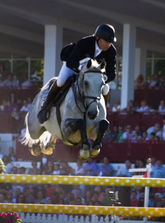 馬のジャンプの Gij n、スペイン 2012 年夏の競争 報道画像