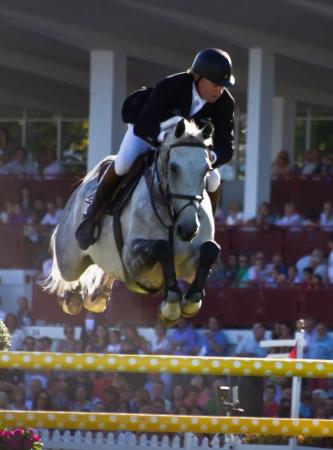 caballo competici�n de salto en Gij�n, Espa�a Verano 2012 Editorial
