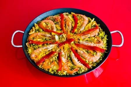 typical Spanish food. Paella. Made with rice, vegetables and fish Imagens
