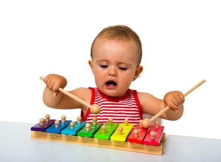 xilofono: beb� jugando xil�fono aislado en blanco Foto de archivo