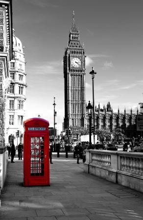 赤い電話ボックスとビッグ ベン。ロンドン、イギリス