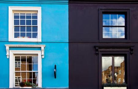 casas de Notting Hill en el mercado de Portobello Road Foto de archivo