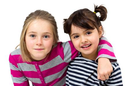 jolie petite fille: deux petites filles heureux isol� sur blanc Banque d'images