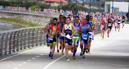 アビレス、スペイン - 4 月 2014 年 5 月: デュアスロン選手権の参加者は、土曜日 2014 年 4 月 5 日、アビレス、スペインの都市で開催。