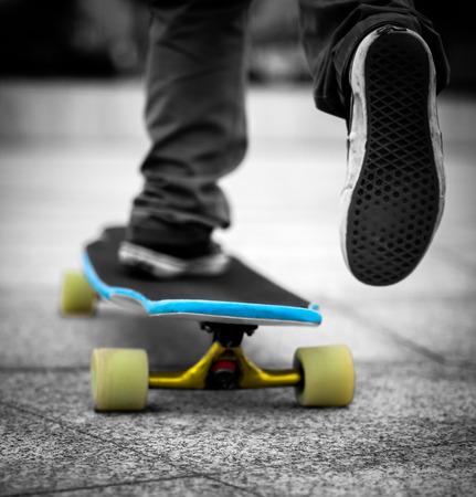 Formaci�n patinador joven sobre la mesa