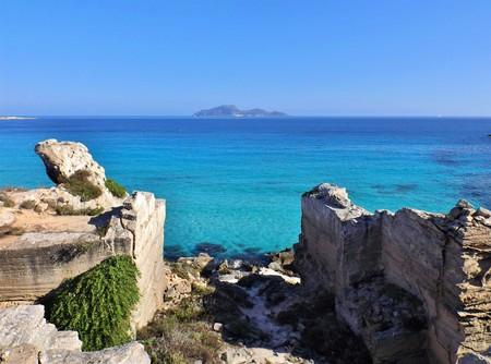 egadi: Island of Favignana - Cala Rossa