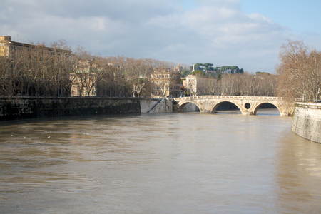 isola: Isola Tiberina Flooded in Rome, Italy
