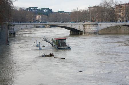 tevere: Isola Tiberina Flooded in Rome, Italy