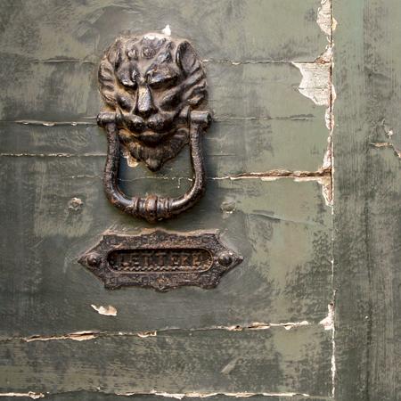 porte ancienne: Old Door Knocker