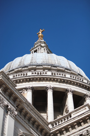 st pauls: St. Pauls Dome in London - details.