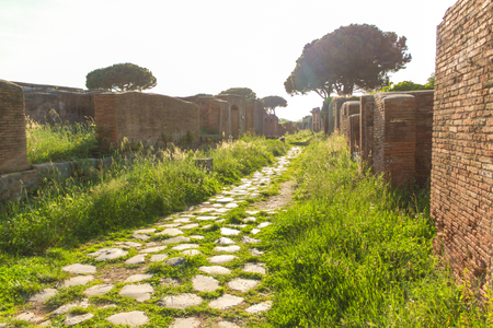 Ostia Antica Ruins: Main Avenue that crosses the archeological site. 版權商用圖片