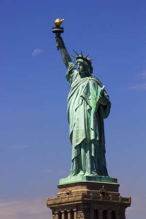 emigranti: Statua della Libertà Editoriali
