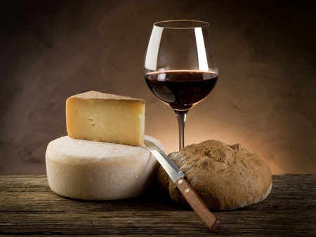 red wine bread and cheese Stock Photo - 9805048