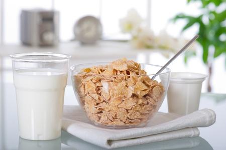 Frühstück zu Hause über Glastisch