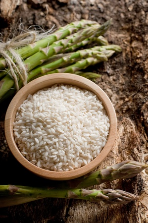 risotto: raw rice with raw asparagus