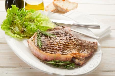 porterhouse: grilled t.bone on dish