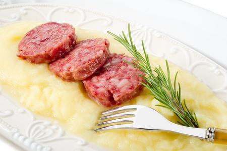 PURE: segmento de salchicha con puré de patatas