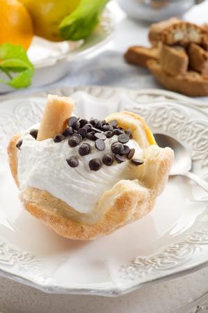 ice cream with chocolate Stock Photo - 10255041