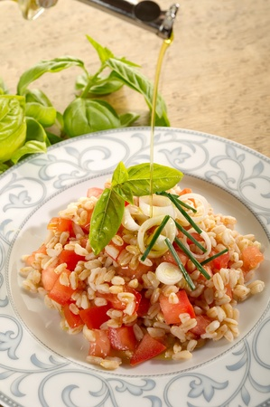 hulled: spelt salad with sliced tomatoes Stock Photo