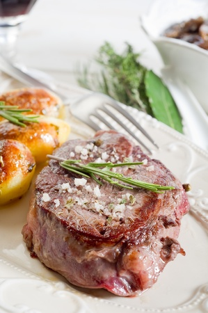 grilled tenderloin with potatoes Stock Photo - 10262563