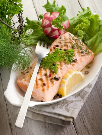 pink salmon: grilled salmon with green salad Stock Photo