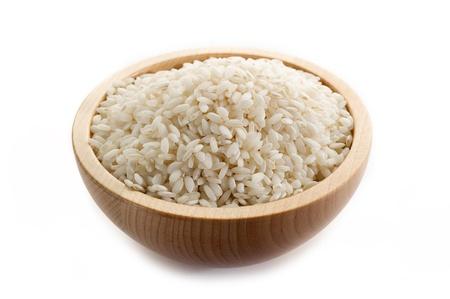 arroz blanco: Arroz crudo sobre fondo blanco