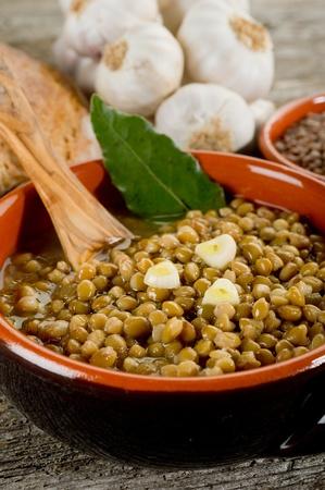 lentejas: sopa de lentejas en bowl