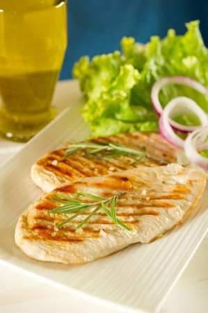 grilled chicken breast with green salad photo