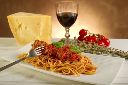 small plate: spaghetti with meatballs and tomatoes sauce