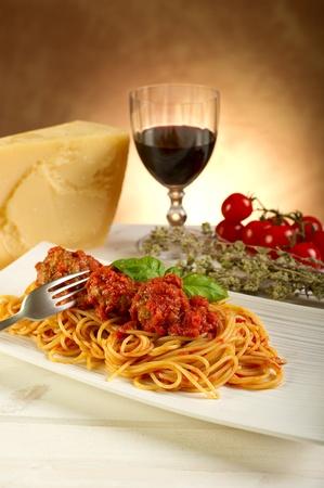 vin chaud: spaghettis � la sauce tomate et boulettes de viande