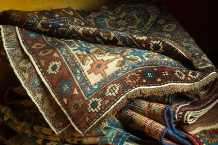 Vielzahl von antiken Orientteppichen Standard-Bild