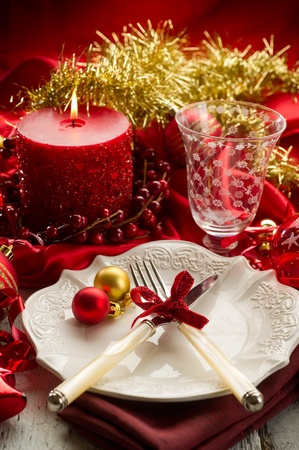 candle light dinner: red xmas luxury table