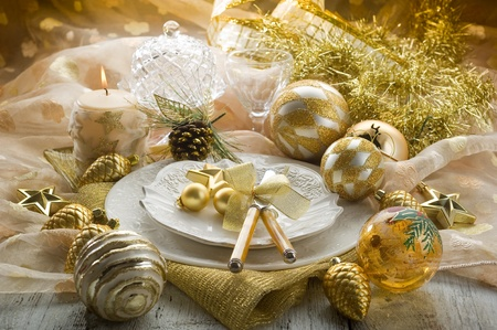 holiday home: gold xmas table with decorations